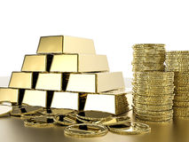 Pila de monedas y de lingotes de oro foto de archivo