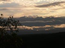 Pila de montañas y de paisaje de las nubes Fotos de archivo libres de regalías