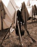 """Pila de mosquetes en el acampamento rebelde en el """"Battle del  de Liberty†- Bedford, Virginia Fotos de archivo"""