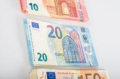Pila de muchos billetes de banco euro fotografía de archivo