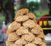 Pila de Noodles listo para guisar Imágenes de archivo libres de regalías