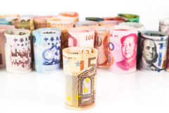 Pila de notas enrolladas de la moneda con EURO en frente Foto de archivo libre de regalías