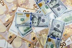 Pila de 50 notas euro Muchos billetes de banco euro fotografía de archivo
