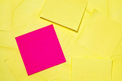 Pila de notas pegajosas Fotos de archivo libres de regalías