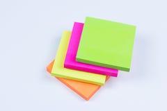 Pila de notas pegajosas coloreadas Imagenes de archivo
