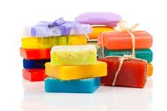 Pila de nuevas barras coloridas del jabón Foto de archivo libre de regalías