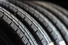 Pila de nuevos neumáticos Foto de archivo libre de regalías
