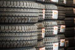 Pila de nuevos neumáticos Fotografía de archivo libre de regalías