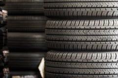 Pila de nuevos neumáticos Imagen de archivo