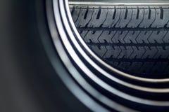 Pila de nuevos neumáticos Foto de archivo