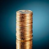 Pila de oro de las monedas del dólar Foto de archivo libre de regalías
