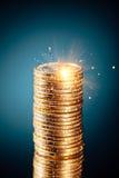 Pila de oro de las monedas del dólar Imagen de archivo libre de regalías