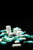 Pila de píldoras y de tabletas imagen de archivo libre de regalías