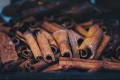 Pila de palillos de canela fotografía de archivo