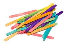 Pila de palillos coloreados clasificados del arte Imagen de archivo