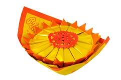 Pila de papel del ídolo chino, aislada en el fondo blanco Fotografía de archivo