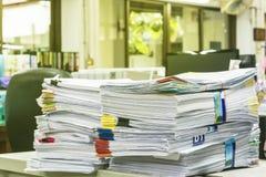 Pila de papel del informe de negocios Foto de archivo libre de regalías
