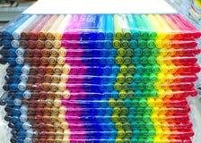 Pila de paquetes de la pluma de los rotuladores Imagen de archivo libre de regalías