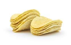 Pila de patatas fritas en el fondo blanco Fotos de archivo