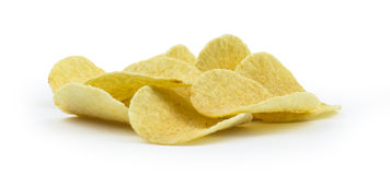 Pila de patatas fritas en el fondo blanco Imagen de archivo