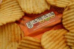 Pila de patatas a la inglesa con su etiqueta de la nutrición Imágenes de archivo libres de regalías