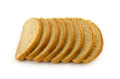 Pila de pedazos de pan aislados en blanco Imagen de archivo