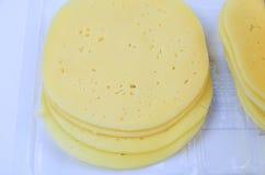 Pila de pedazos finos del queso Fotos de archivo