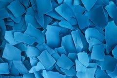 Pila de pedazos rasgados del papel azul Foto de archivo