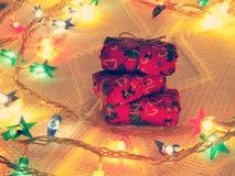 Pila de pequeños regalos Imágenes de archivo libres de regalías