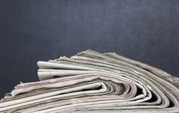 Pila de periódicos Fotografía de archivo libre de regalías