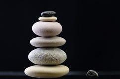 Pila de piedra equilibrada Foto de archivo
