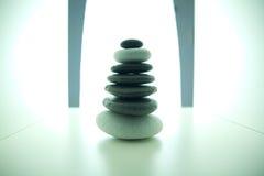 Pila de piedra equilibrada Imágenes de archivo libres de regalías
