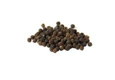 Pila de pimientas negras, aislada Imagen de archivo
