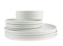 Pila de placas blancas limpias del plato aisladas Fotos de archivo libres de regalías