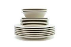 Pila de placas de cena amarillentas, de placas de sopa y de sauc Imagenes de archivo