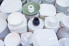 Pila de placas y de tazas Fotos de archivo