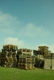 Pila de plataformas de madera Imagenes de archivo
