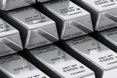 Pila de primer de las barras de plata del banco Foto de archivo libre de regalías