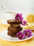 Pila de rebanadas deliciosas de la torta de chocolate Fotos de archivo libres de regalías