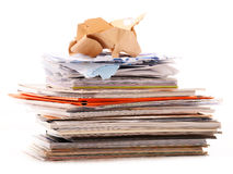 Pila de reciclar el documento sobre blanco Fotos de archivo