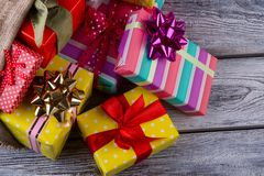 Pila de rectángulos de regalo Fotos de archivo libres de regalías