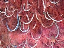 Pila de redes de pesca rojas fotos de archivo libres de regalías