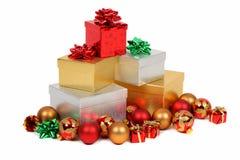 Pila de regalos de la Navidad fotografía de archivo