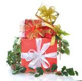 Pila de regalos de los regalos de Navidad del Año Nuevo Imagen de archivo libre de regalías