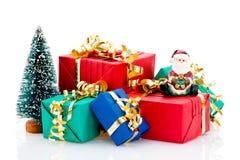 Pila de regalos de Navidad Imagen de archivo libre de regalías