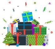 Pila de regalos de Navidad coloridos Fotografía de archivo libre de regalías