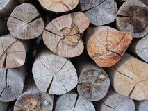 Pila de registros de madera, acción de madera del fuego para el uso del fondo Imágenes de archivo libres de regalías