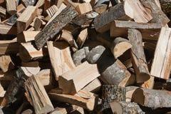 Pila de registros de madera tajados Imagen de archivo