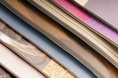 Pila de revistas abiertas Imagen de archivo libre de regalías