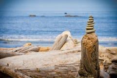 Pila de rocas en la playa Foto de archivo